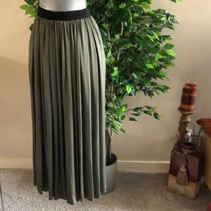 NWT: la fee Maraboutee skirt size 36 (6-8)